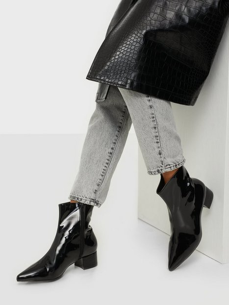 NLY Shoes Walk With Me Boot Heel