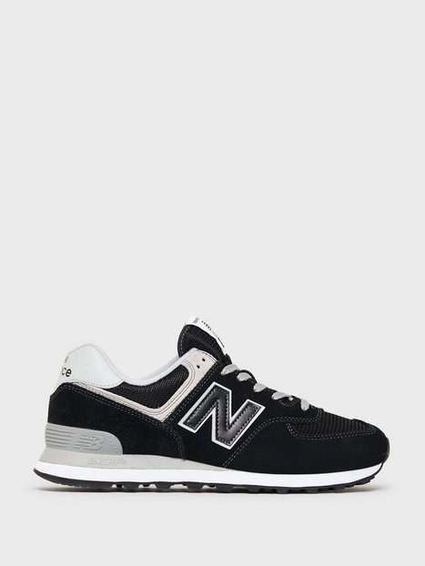 Se New Balance ML574EGK Sneakers Black ved NLY Man