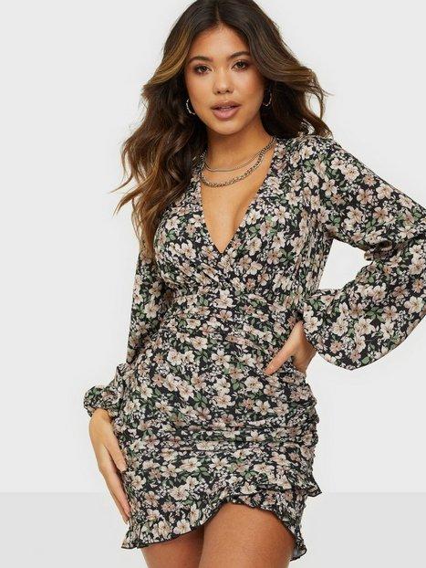 NLY Trend Romantic Dress Tætsiddende kjoler Mønstret
