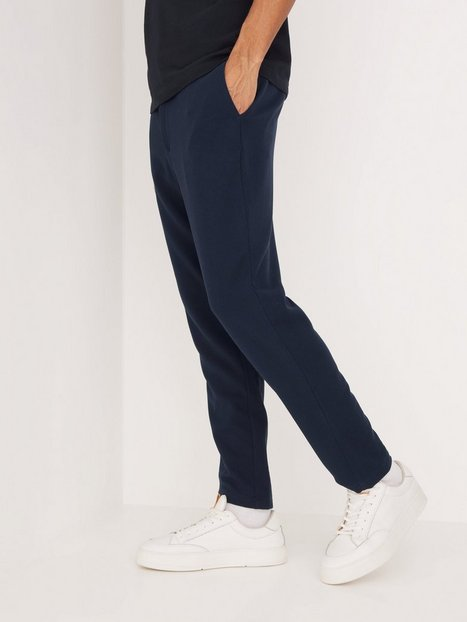 Se Selected Homme Slhslimtapered Coby Ankle Pants G Bukser Navy Blazer ved NLY Man