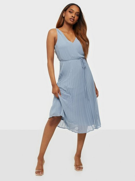 NLY Trend Goddess Pleated Dress Loose fit Dusty Blue