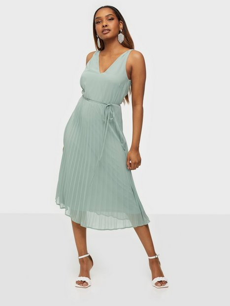 NLY Trend Goddess Pleated Dress Loose fit Dusty Mint