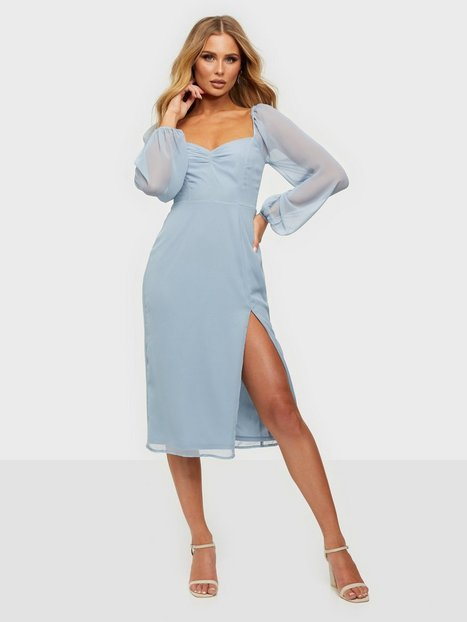 NLY Trend Sweetheart Midi Dress Loose fit Dusty Blue
