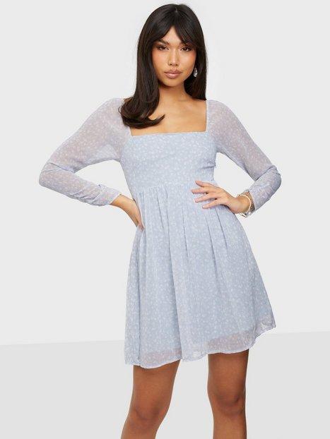 NLY Trend Love It Volume Dress Tætsiddende kjoler