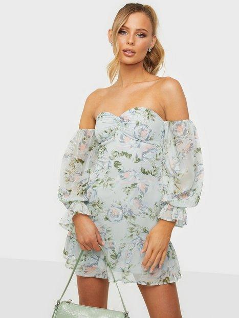 NLY Trend Lovestruck Flounce Dress Tætsiddende kjoler