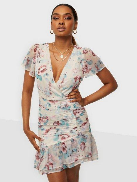 NLY Trend Sunny Frill Dress Tætsiddende kjoler Blomstret