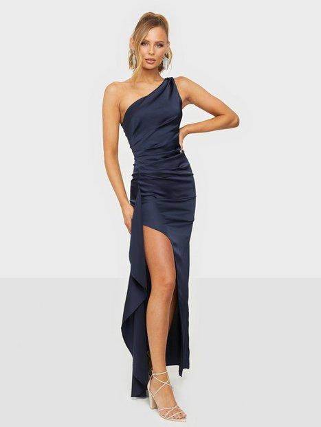 NLY Eve Satin Dream Gown Tætsiddende kjoler