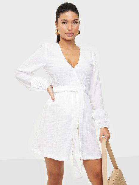 NLY Trend Wrap Balloon Sleeve Dress Skater kjoler