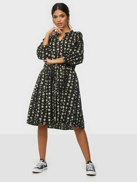 MOSS COPENHAGEN Clarabel 3/4 Dress AOP Loose fit dresses