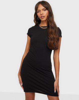 NLY Trend Perfect Tee Dress Tætsiddende kjoler Sort