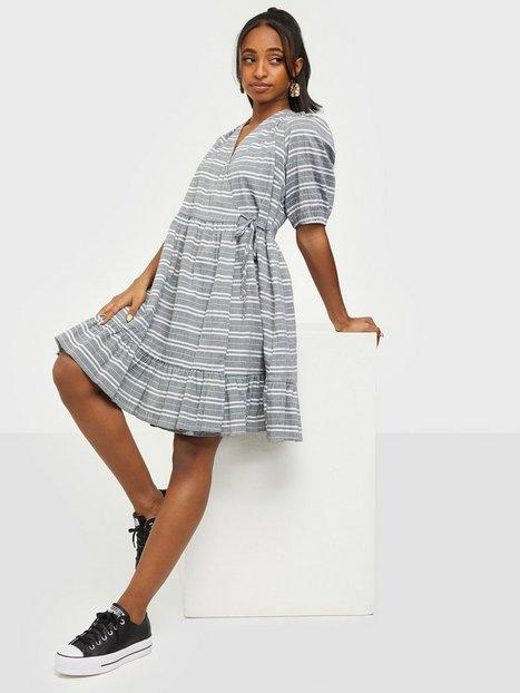 Y.A.S Yasraffia 2/4 Dress - Icon S. Loose fit dresses