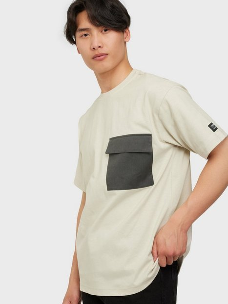 Se Dr Denim Nix Pocket Tee T-shirts & undertrøjer Shell ved NLY Man