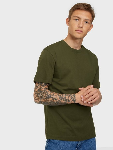 Se Jack & Jones Jjerelaxed Tee Ss O-Neck Noos T-shirts & undertrøjer Forest Night Relaxed ved NLY Man