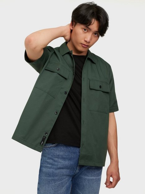 Se Only & Sons Onsnoar Compact Ss Tc Twill Overshi Skjorter Jungle Green ved NLY Man