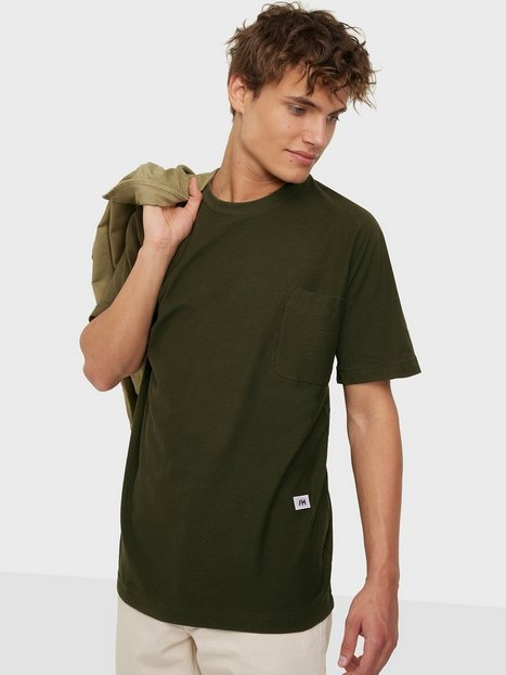 Se Selected Homme Slhrelaxalbion Ss O-Neck Tee G T-shirts & undertrøjer Olive Night ved NLY Man