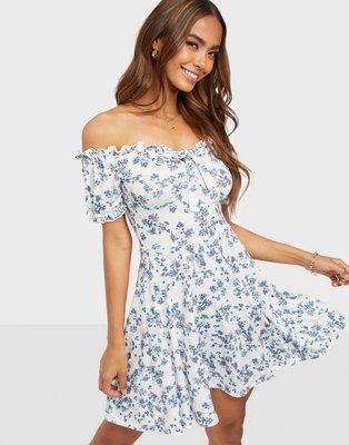 NLY Trend Floral Tie Dress Skater kjoler