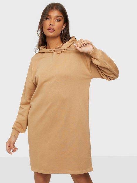Pieces Pcchilli Summer Ls Hoodie Dress D2D Loose fit dresses Cuban Sand