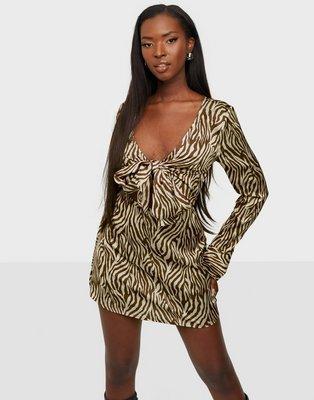 NLY Trend Front Tied Dress Langærmede kjoler