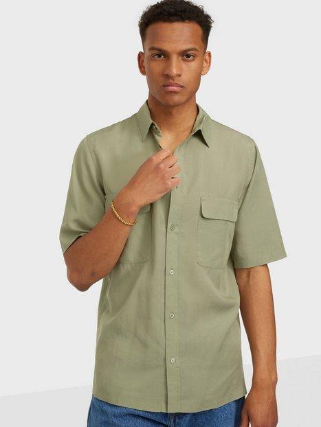 Se Samsøe Samsøe Taro NH shirt 12795 Skjorter Seagrass ved NLY Man