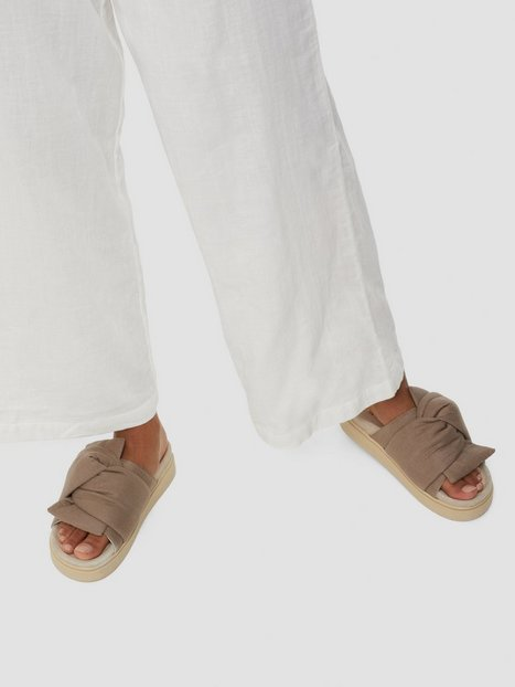 Inuikii Knot Lino Flats