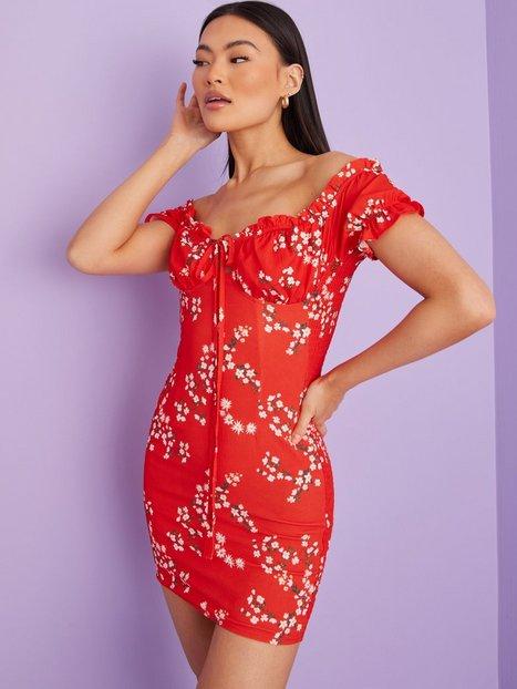 Kiss The Sky Liv Peasant Bodycon Dress Tætsiddende kjoler Red