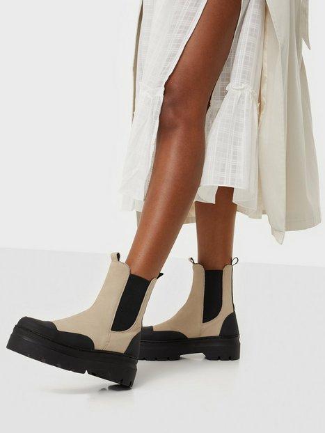 Pavement Viola Rubber Nubuck Flat Boots