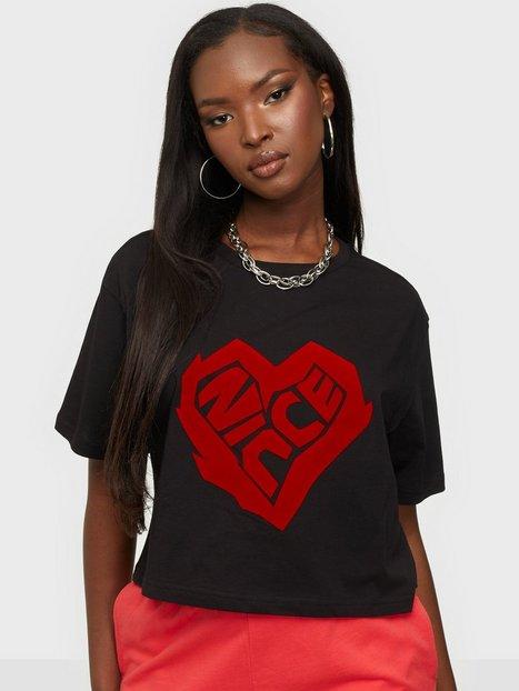 NICCE Heart Ss Crop T-Shirt Crop tops Sort