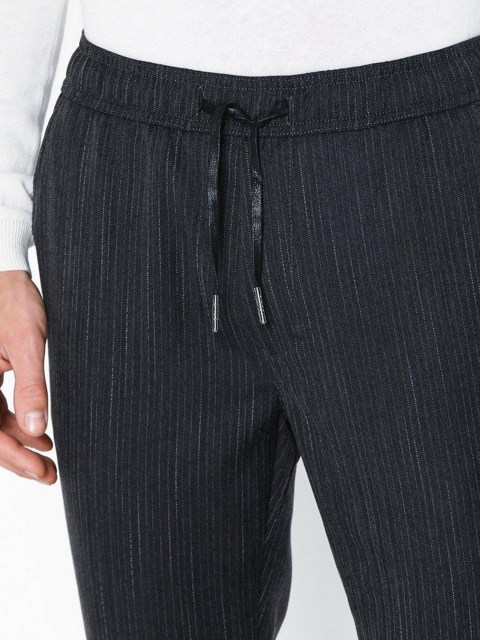 Slim-Truc Pinstripe