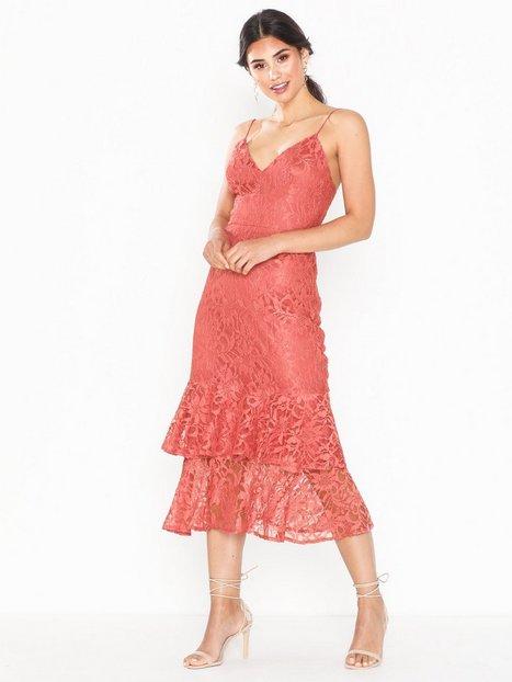 Billede af NLY Eve Strap Lace Midi Dress Tætsiddende kjoler