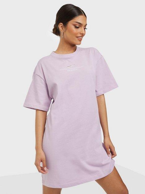 Nike W Nsw Swsh Drss Ss Loose fit dresses