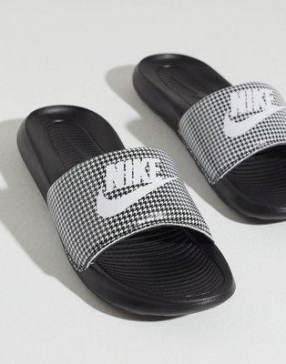 Nike W Nike Victori One Slide Print Tøfler Black/White