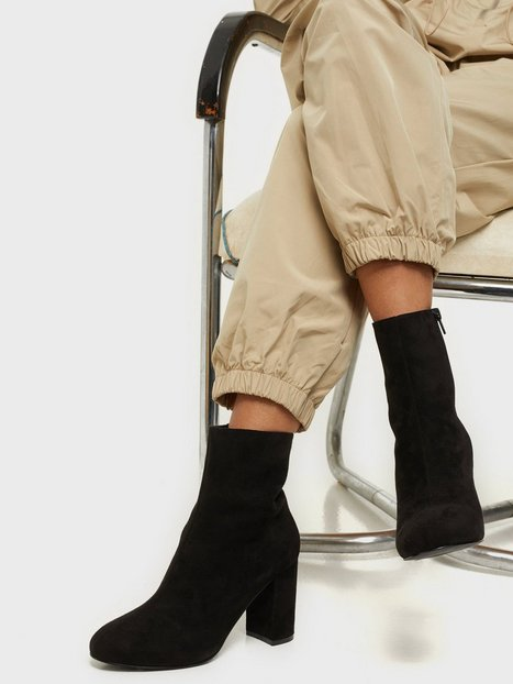 NLY Shoes Flirty Rounded Boot Heel Sort