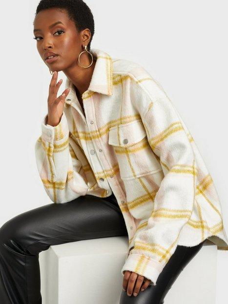 Se Gina Tricot Fanny Shirt Jacket Øvrige jakker ved Nelly