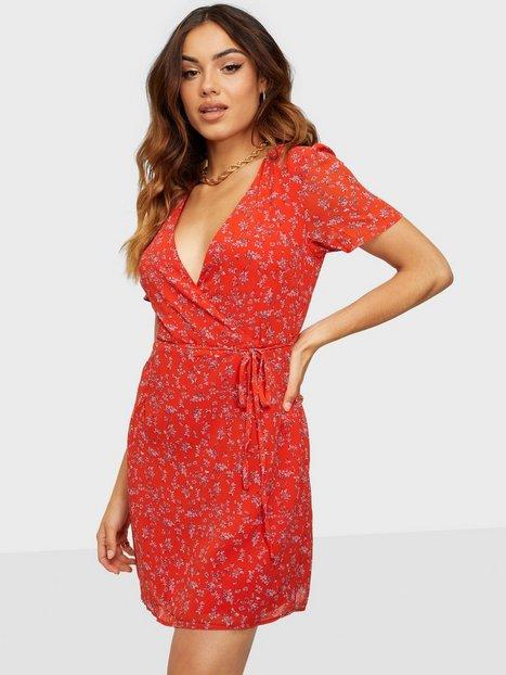Glamorous Nelly x Glamorous Puff Sleeve Wrap Dress Skater kjoler Red