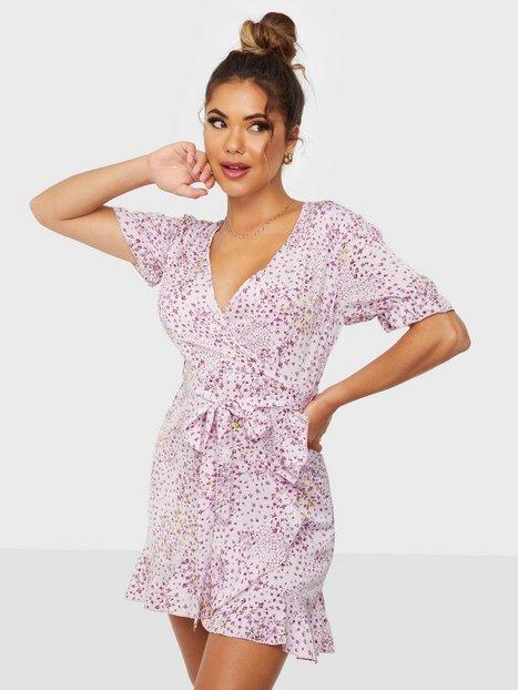 Missguided Puff Ruffle Hem Tea Dress Slå-om-kjoler
