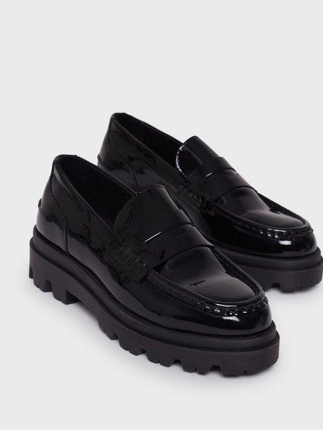 Pavement Liliana patent Loafers