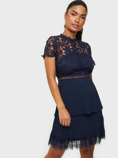 Ax Paris Lace Mini Dress Tætsiddende kjoler Navy