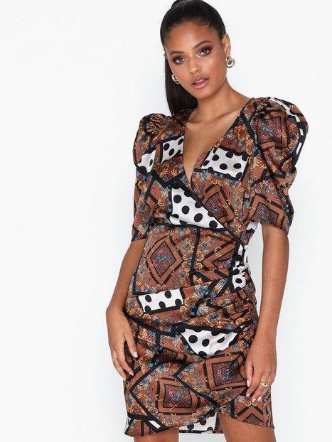 Billede af Glamorous Scarf Print Short Sleeve Dress Loose fit dresses