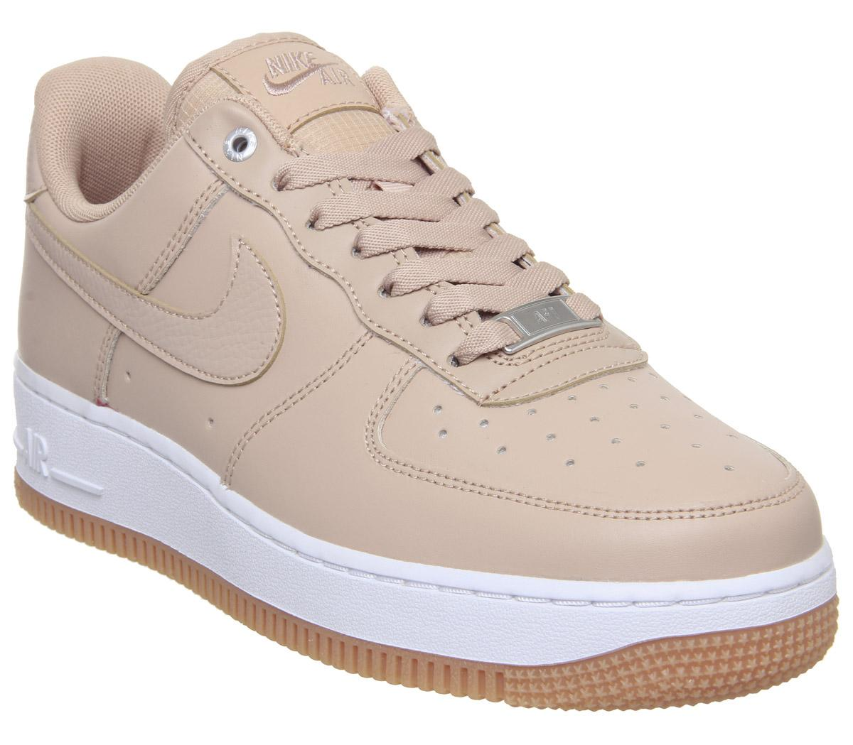 Parpadeo Enfriarse subasta  Nike Air Force 1 07 Trainers Bio Beige Metallic Silver Gum Med Brown White  - Hers trainers