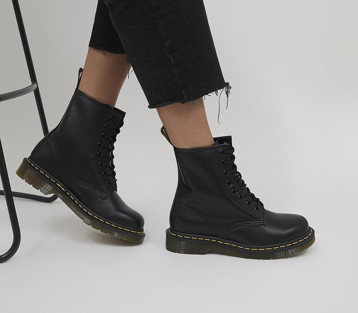 8 Eyelet Lace Up Boots F