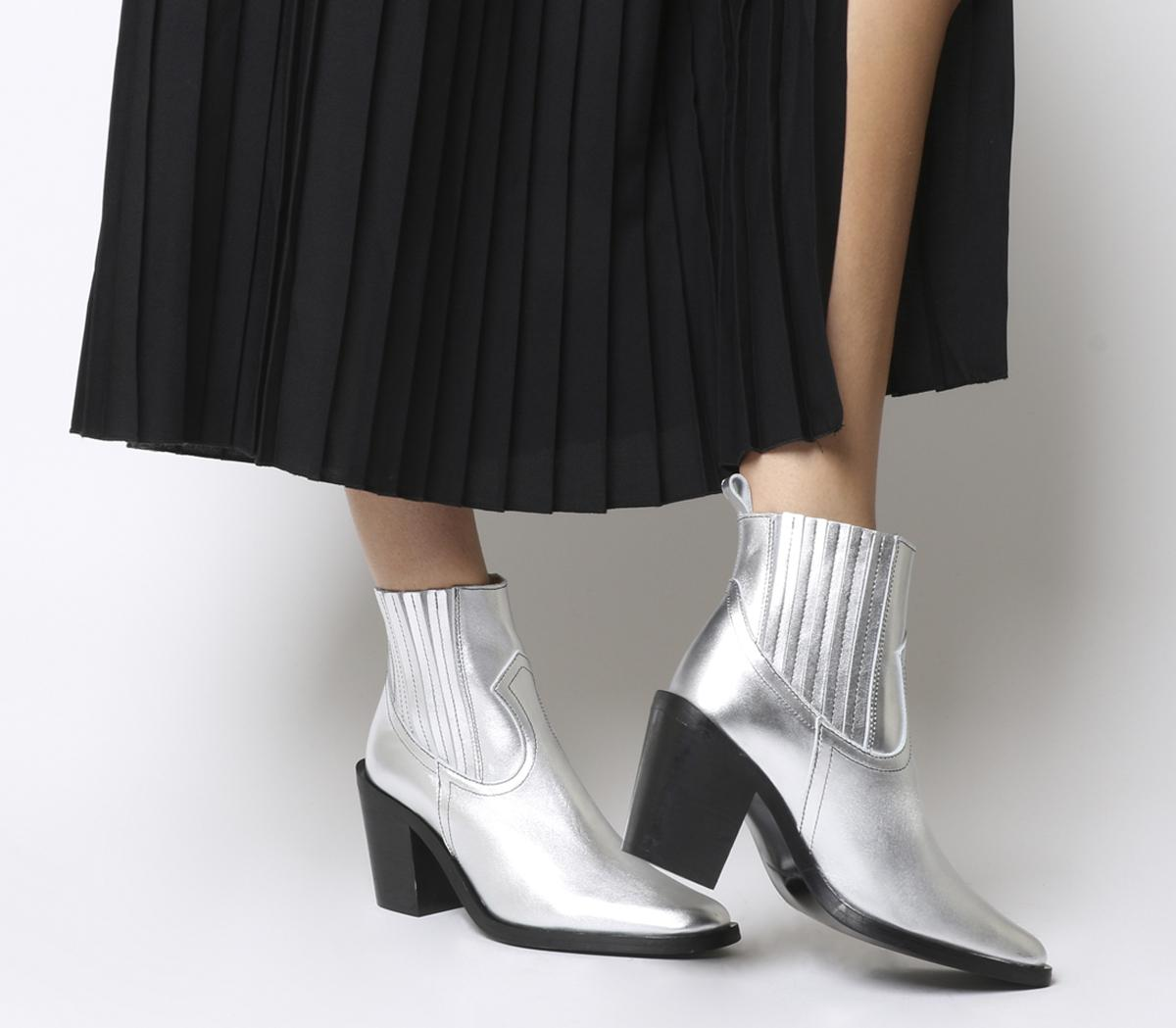 Analyze Western Chelsea Boots
