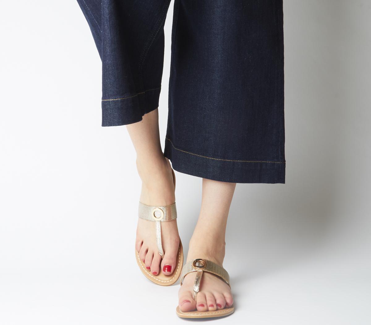 Shine Toe Post Ring Detail Mules
