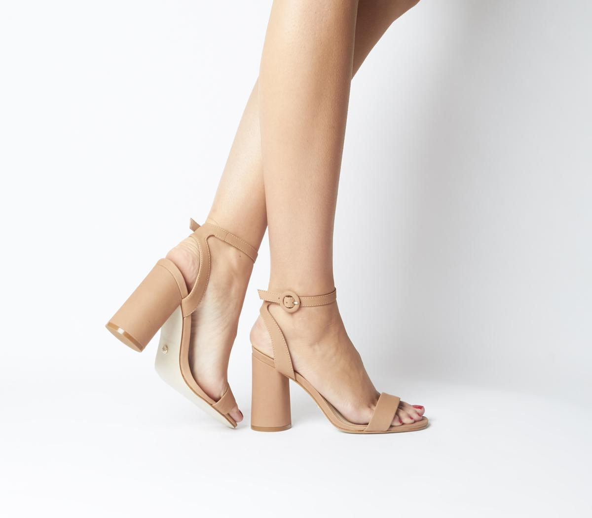 Happy-Go-Lucky Cylindrical Heel Sandals