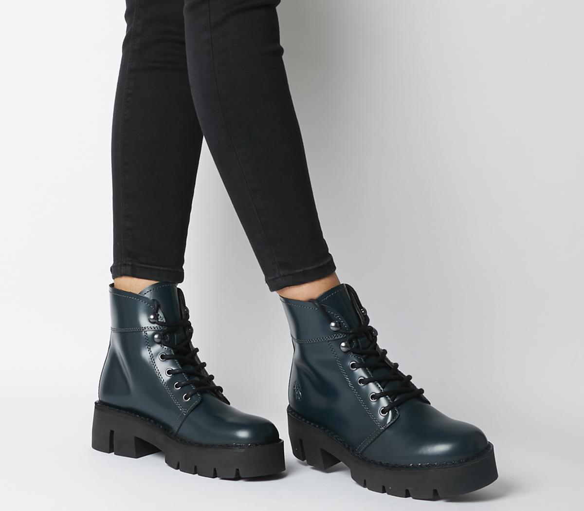 Bola Boots