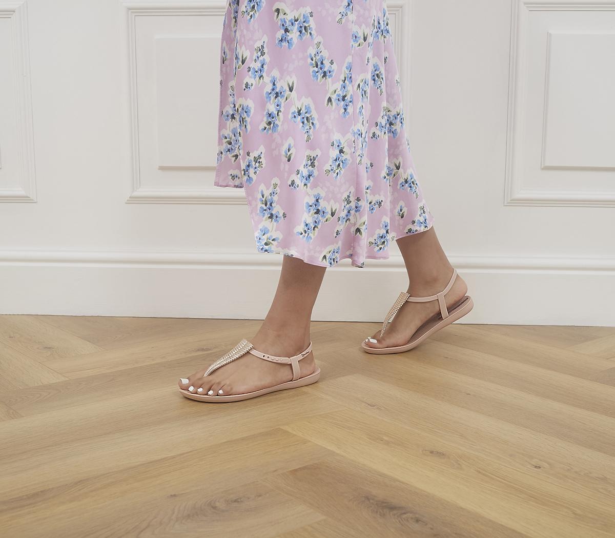 Class Sandals