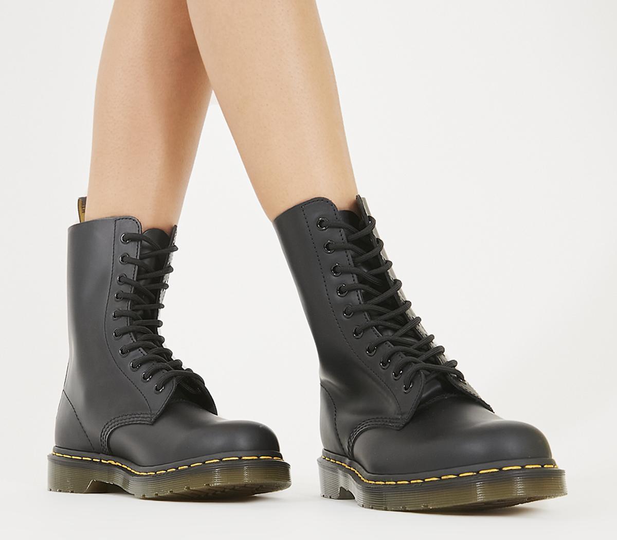 Dr. Martens 1490 10 Eye Boot Black