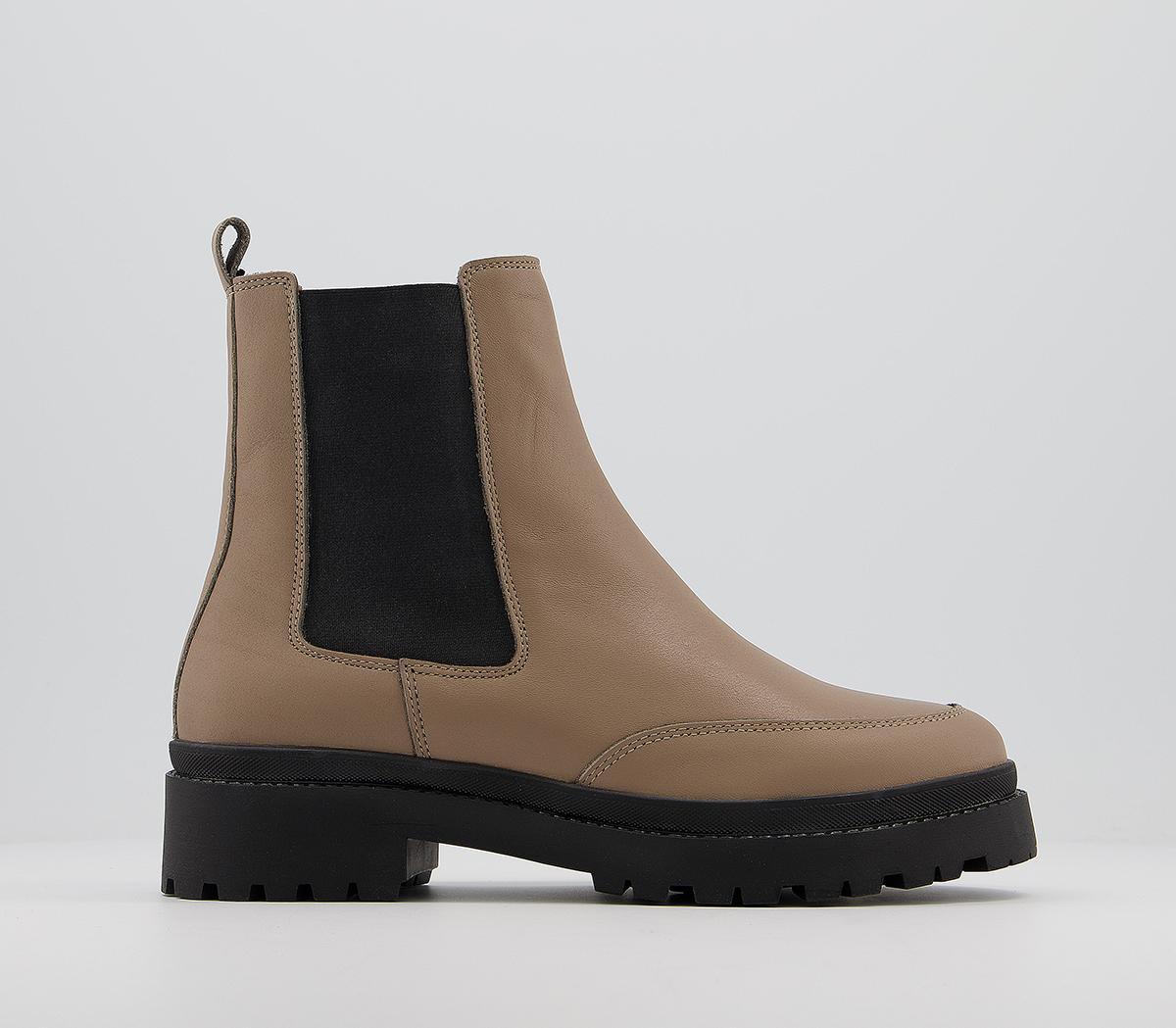 Amuse Contrast Sole Chelsea Boots