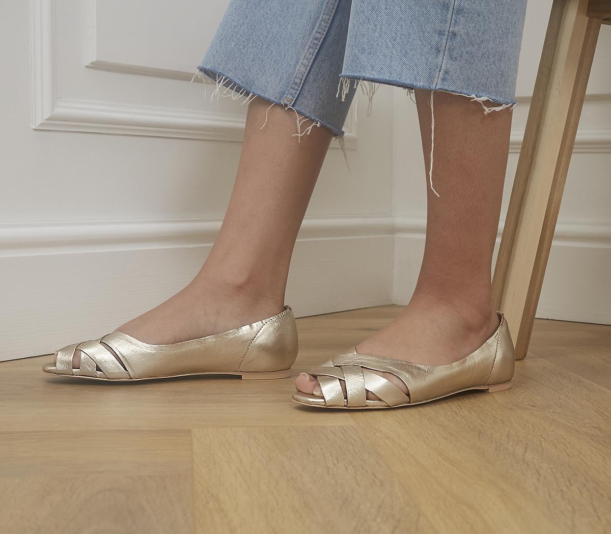 Facing Feature Peep Toe Flats