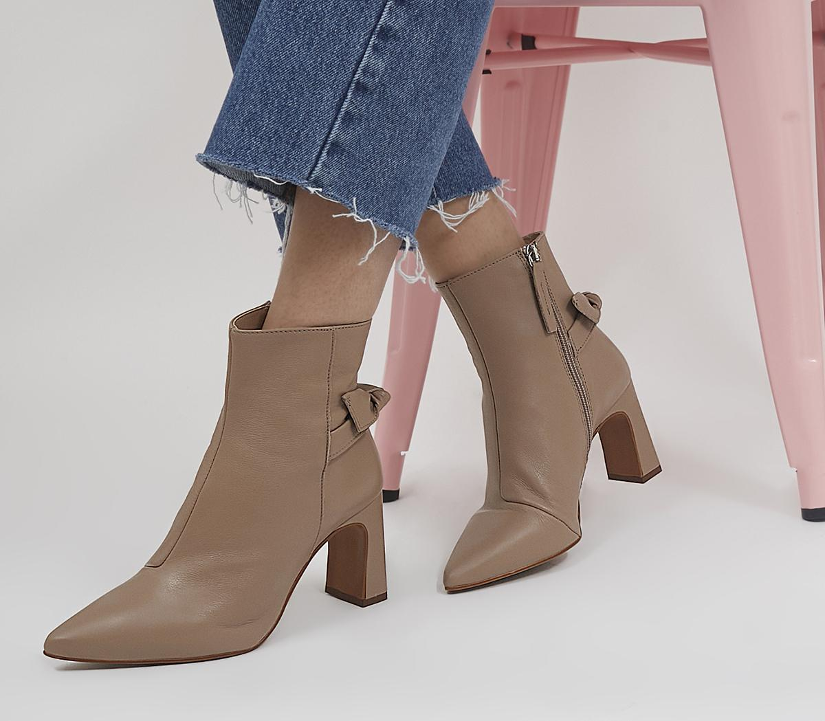 Arrow Pointed Bow Back Boots