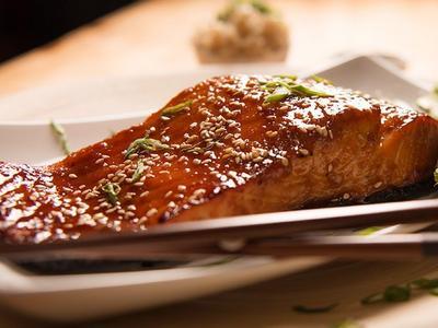 Sweet & Spicy Sriracha Salmon Recipe